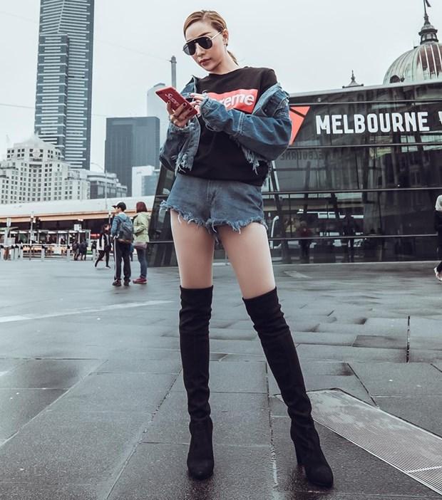 Boots cao qua goi - ''bao boi'' phai co cua fashionista mua Thu Dong hinh anh 11