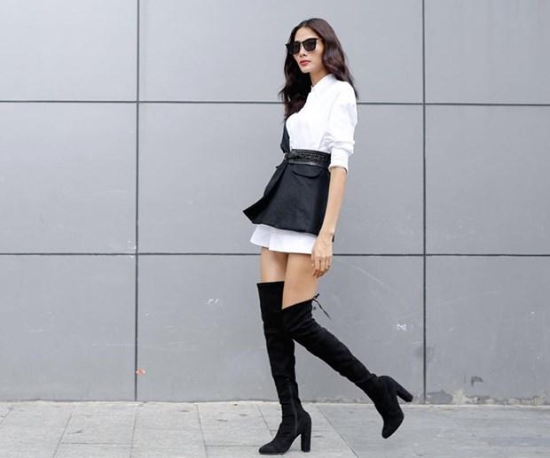 Boots cao qua goi - ''bao boi'' phai co cua fashionista mua Thu Dong hinh anh 12