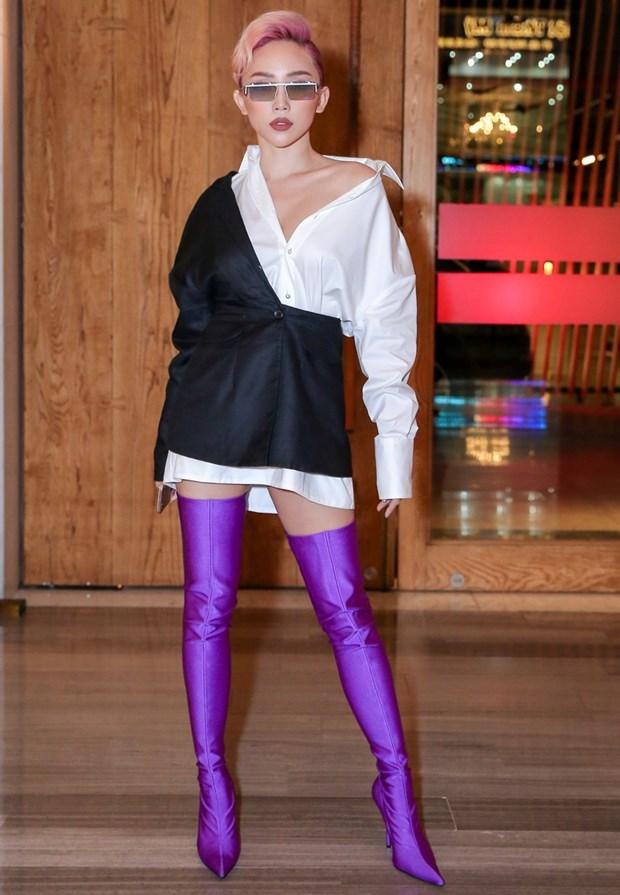Boots cao qua goi - ''bao boi'' phai co cua fashionista mua Thu Dong hinh anh 15