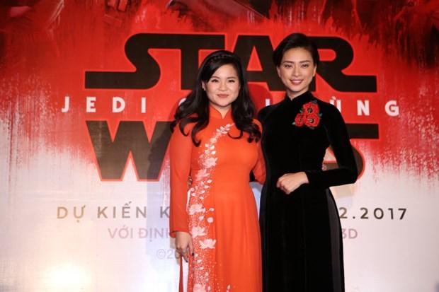 Gap 2 kieu nu goc Viet tham gia bom tan ''Star Wars: The Last Jedi'' hinh anh 2