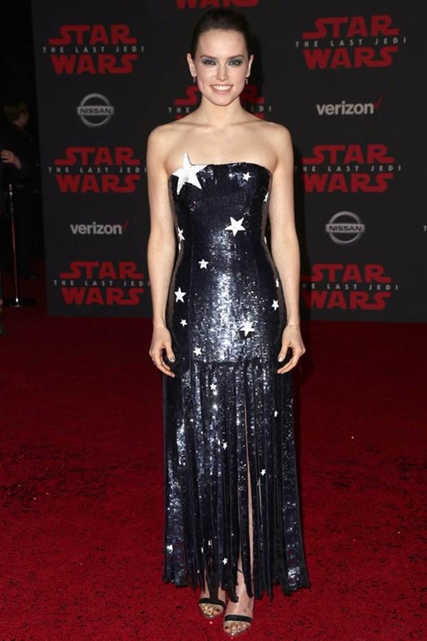 Kelly Marie Tran chon ekip Viet de 'gui vang' tai le ra mat Star Wars hinh anh 8