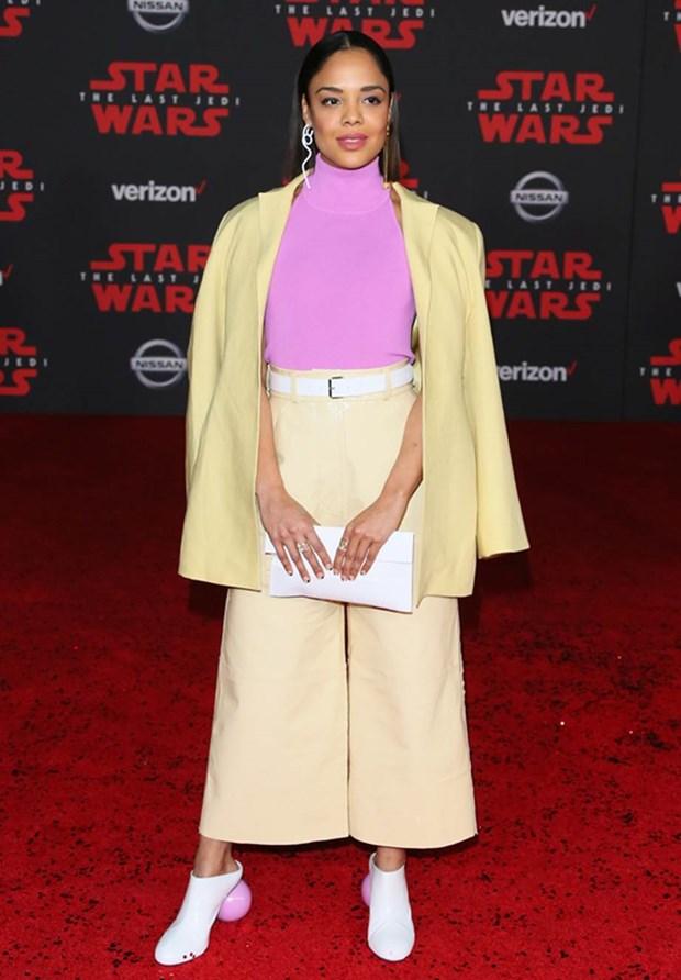 Kelly Marie Tran chon ekip Viet de 'gui vang' tai le ra mat Star Wars hinh anh 14