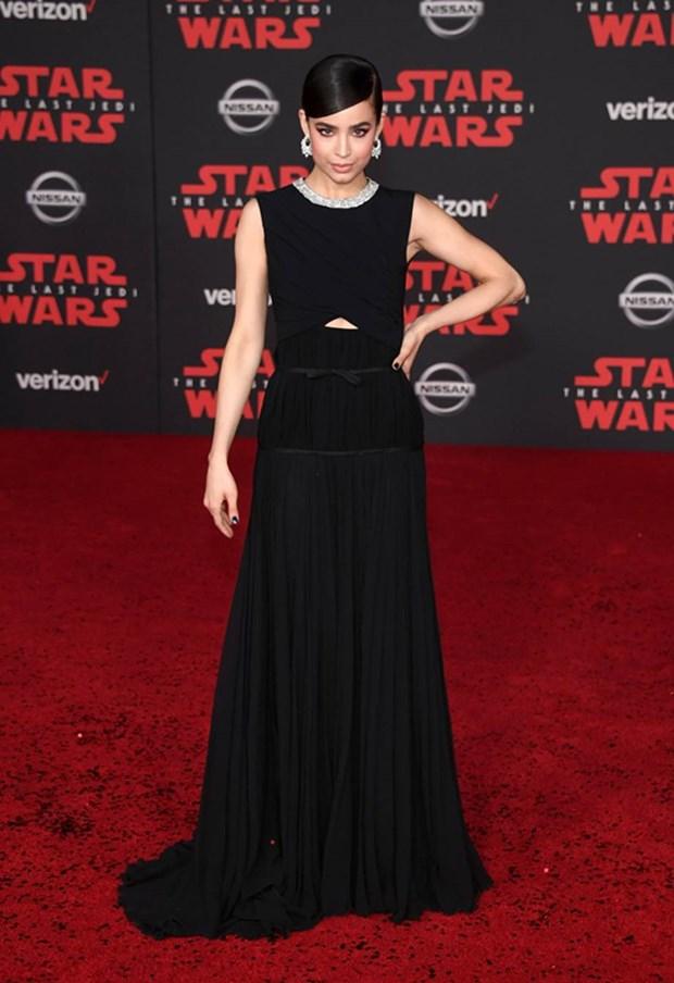 Kelly Marie Tran chon ekip Viet de 'gui vang' tai le ra mat Star Wars hinh anh 10