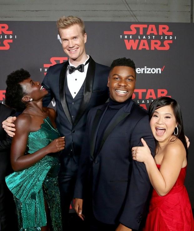 Kelly Marie Tran chon ekip Viet de 'gui vang' tai le ra mat Star Wars hinh anh 4