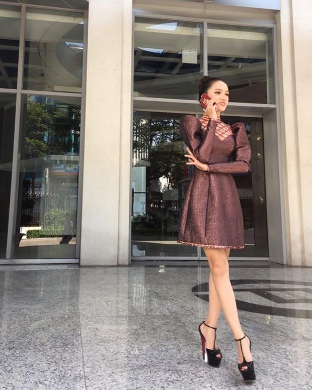Thanh Hang, Ho Ngoc Ha va dan sao Viet chat lu voi hoa tiet ke hinh anh 12