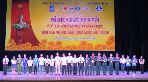 Trao giai ky thi Olympic toan hoc sinh vien, hoc sinh toan quoc 2018 hinh anh 2