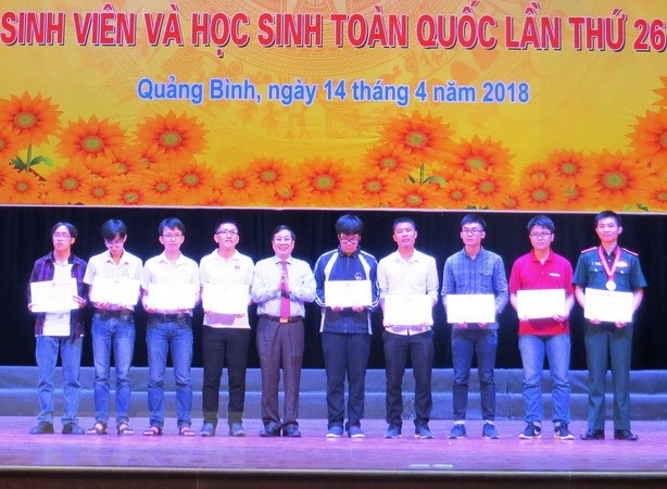 Trao giai ky thi Olympic toan hoc sinh vien, hoc sinh toan quoc 2018 hinh anh 1
