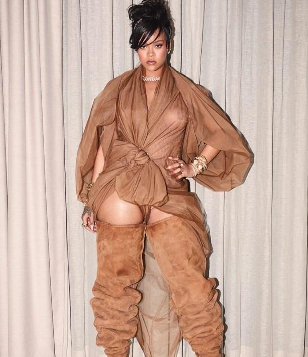 Rihanna toa sang tai Coachella voi phong cach khong the dung hang hinh anh 6