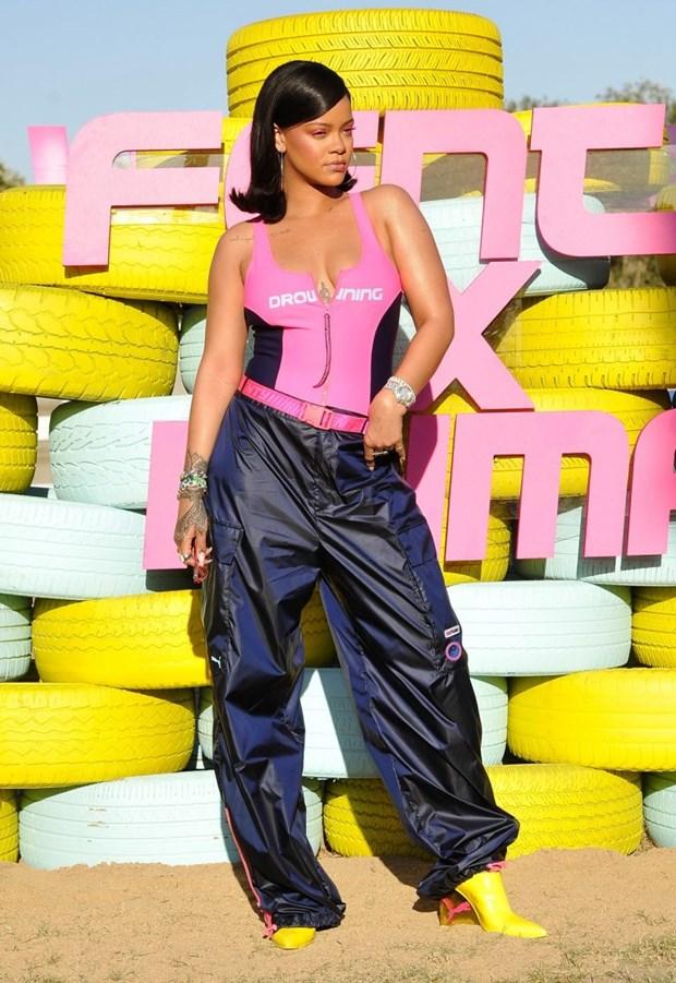 Rihanna toa sang tai Coachella voi phong cach khong the dung hang hinh anh 4