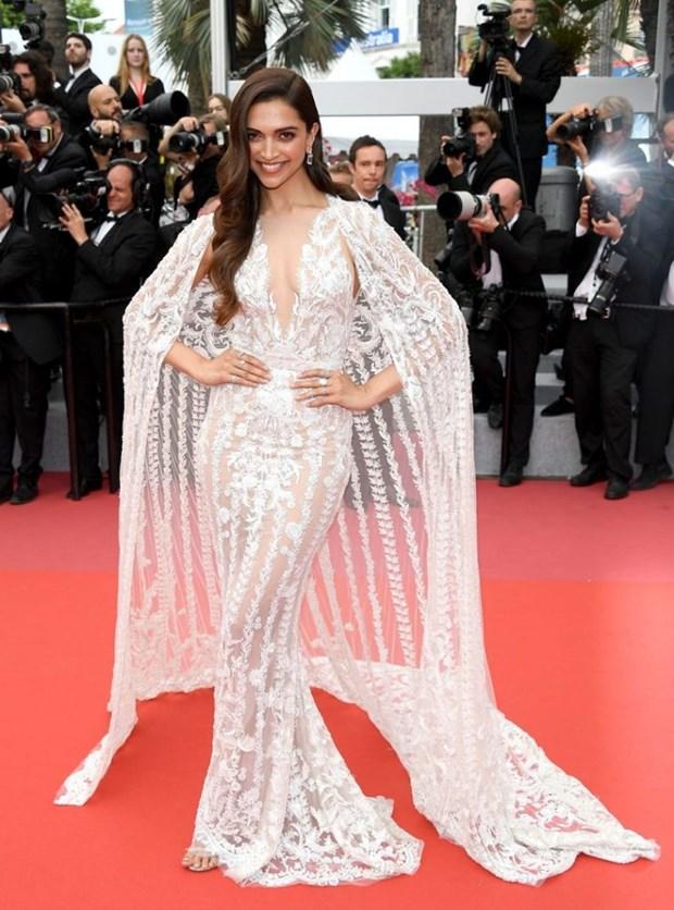 My nhan Bollywood dien vay cuoi tai Cannes, lan at dan sieu mau hinh anh 1