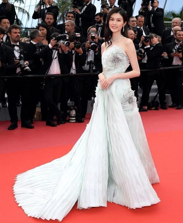 My nhan Bollywood dien vay cuoi tai Cannes, lan at dan sieu mau hinh anh 6