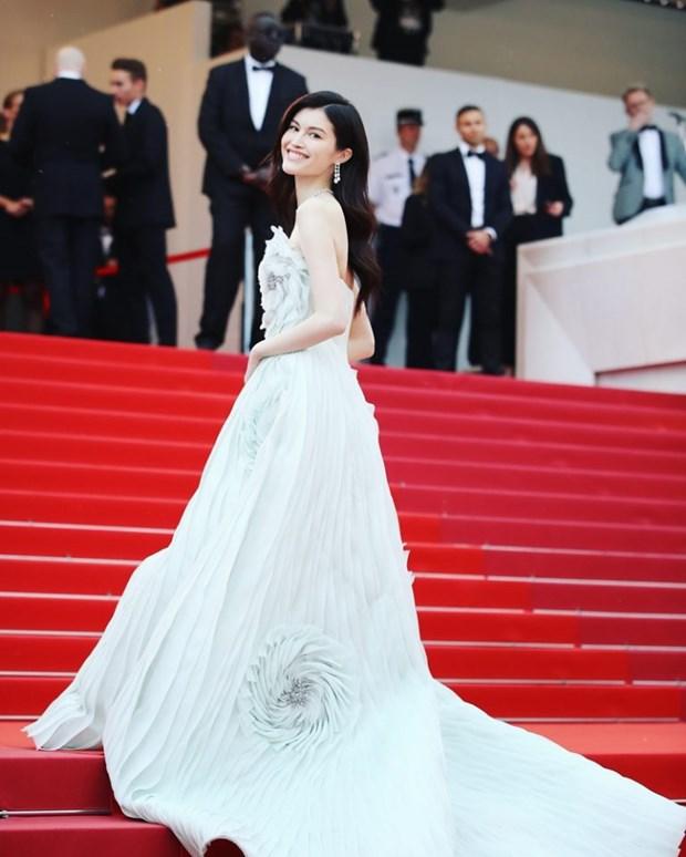 My nhan Bollywood dien vay cuoi tai Cannes, lan at dan sieu mau hinh anh 7