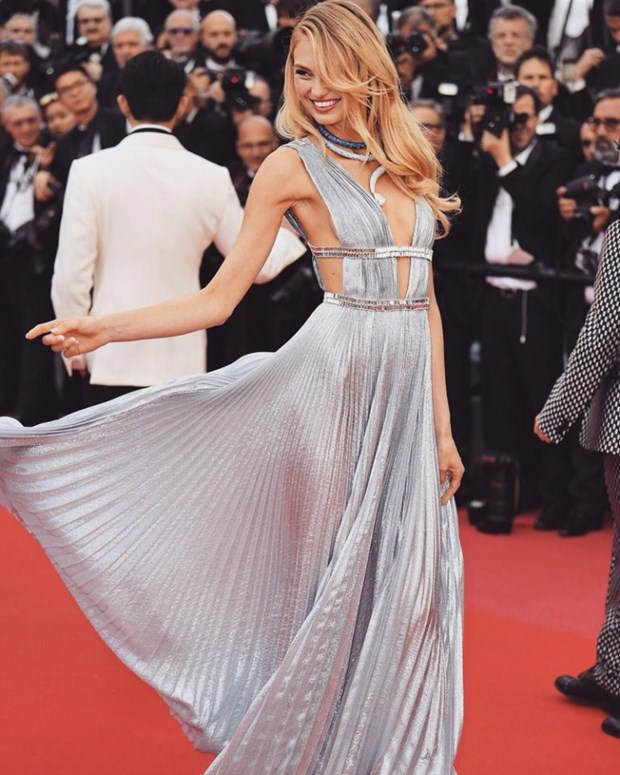 My nhan Bollywood dien vay cuoi tai Cannes, lan at dan sieu mau hinh anh 9
