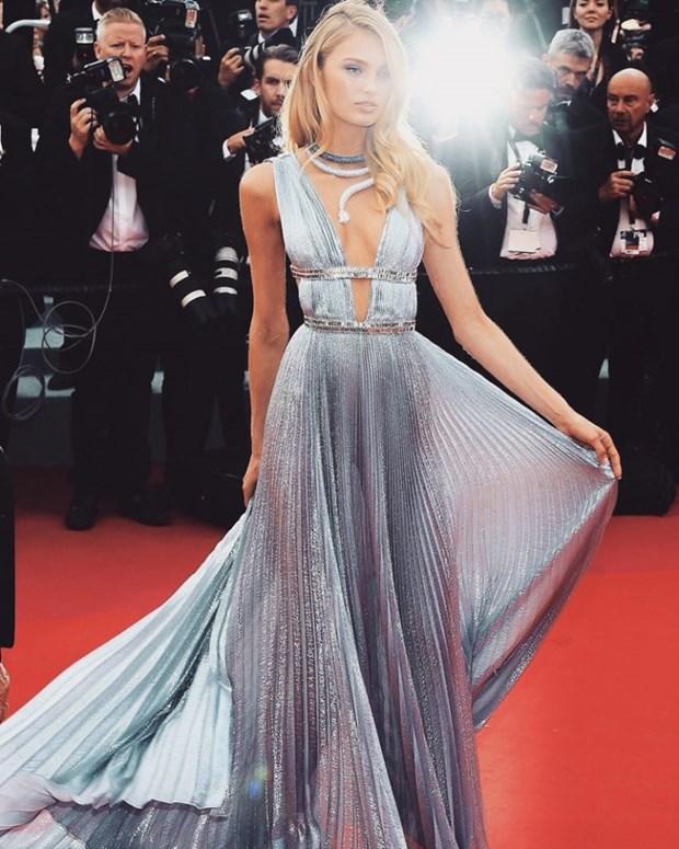 My nhan Bollywood dien vay cuoi tai Cannes, lan at dan sieu mau hinh anh 8