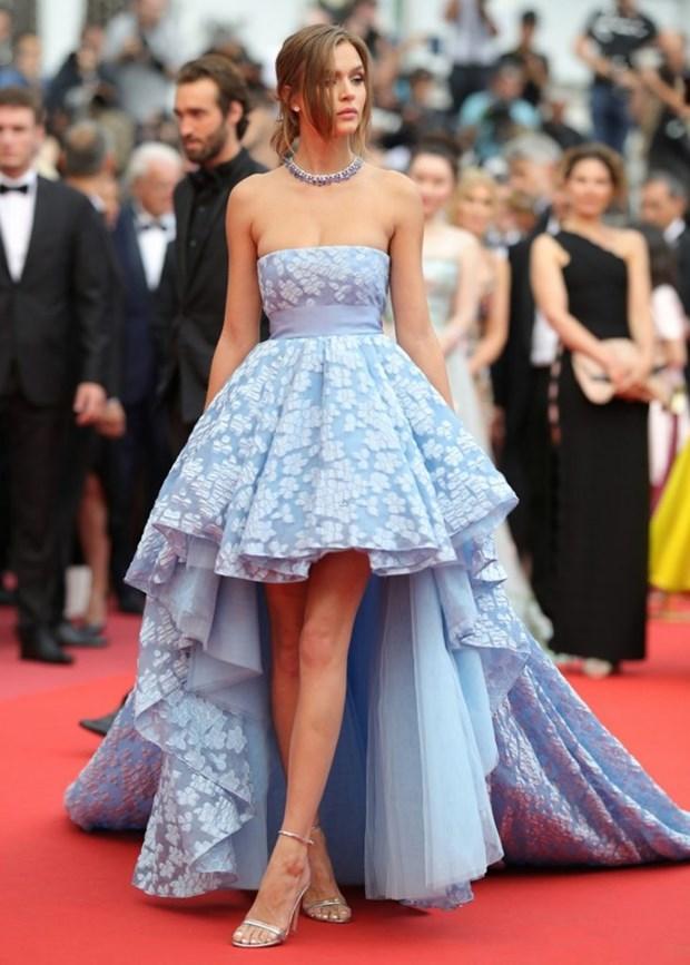 My nhan Bollywood dien vay cuoi tai Cannes, lan at dan sieu mau hinh anh 11