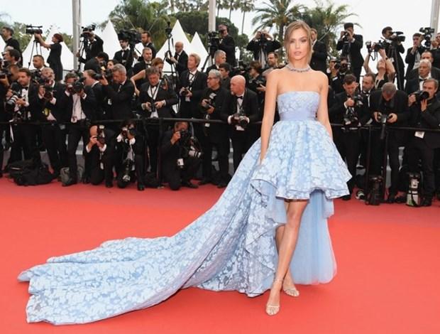 My nhan Bollywood dien vay cuoi tai Cannes, lan at dan sieu mau hinh anh 12