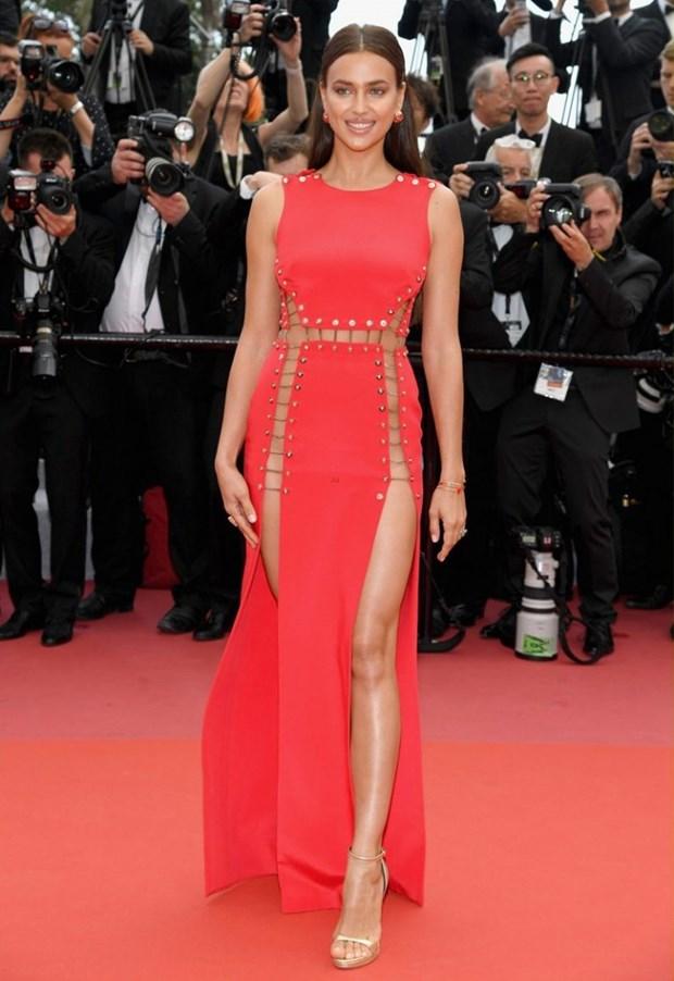 My nhan Bollywood dien vay cuoi tai Cannes, lan at dan sieu mau hinh anh 16