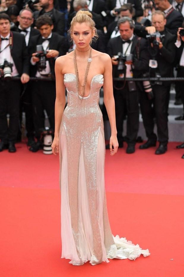 My nhan Bollywood dien vay cuoi tai Cannes, lan at dan sieu mau hinh anh 13