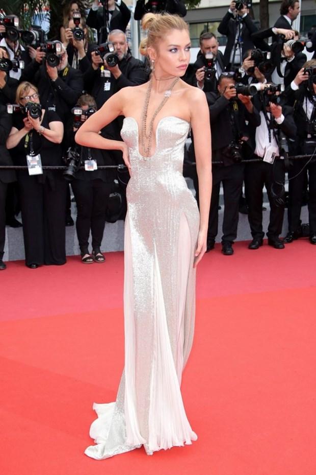 My nhan Bollywood dien vay cuoi tai Cannes, lan at dan sieu mau hinh anh 14