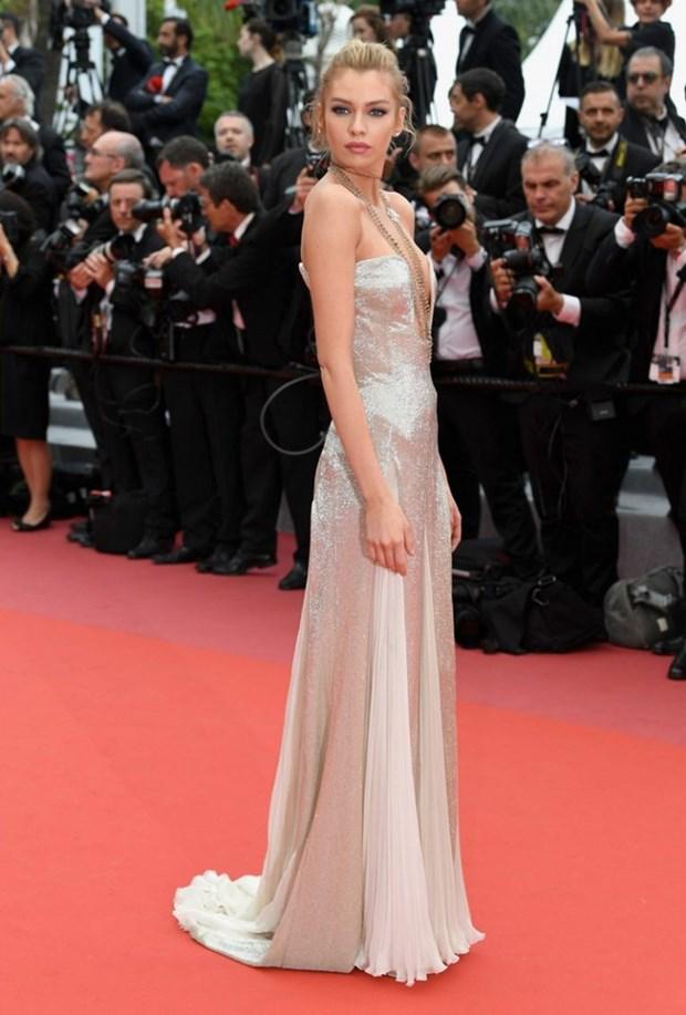 My nhan Bollywood dien vay cuoi tai Cannes, lan at dan sieu mau hinh anh 15