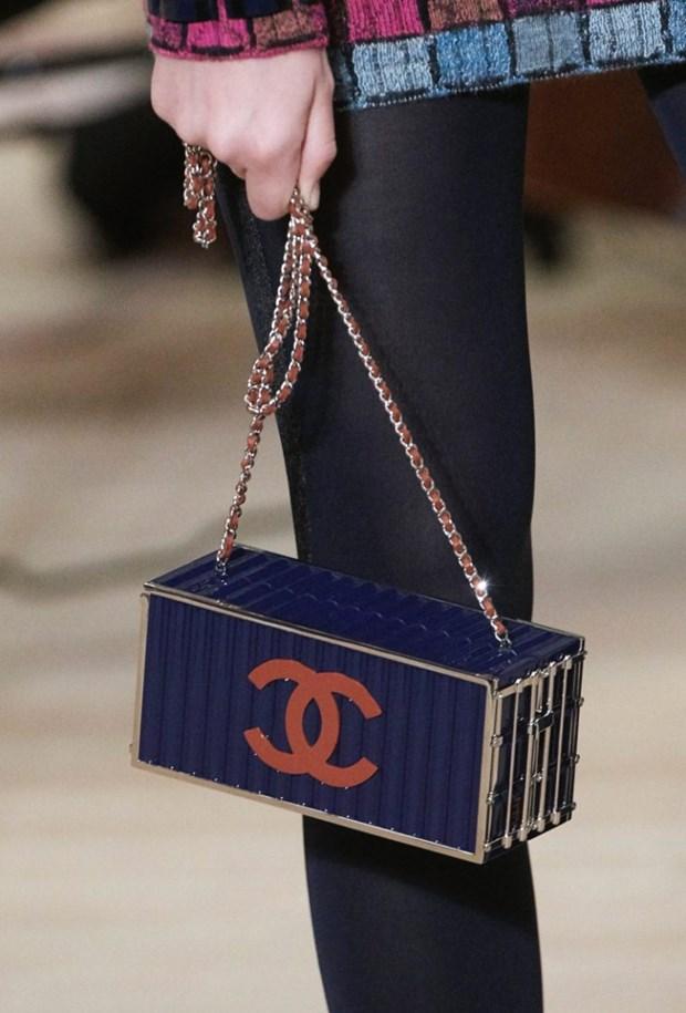 Chanel me hoac cac tin do voi tui xach hinh container, phao cuu sinh hinh anh 5