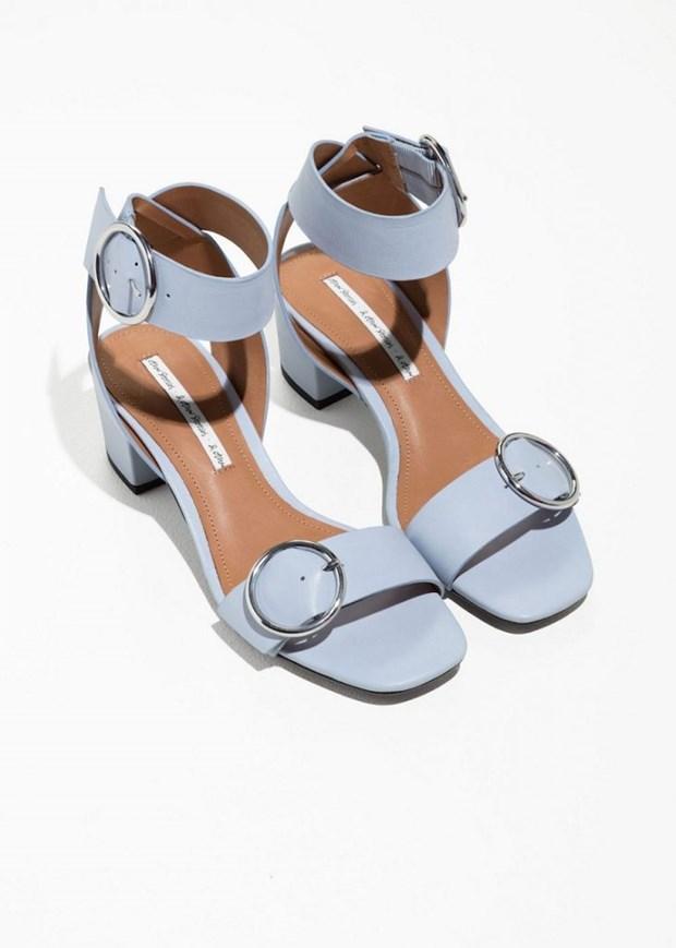 15 mau sandals cuc hot co the phoi voi nhieu trang phuc hinh anh 10