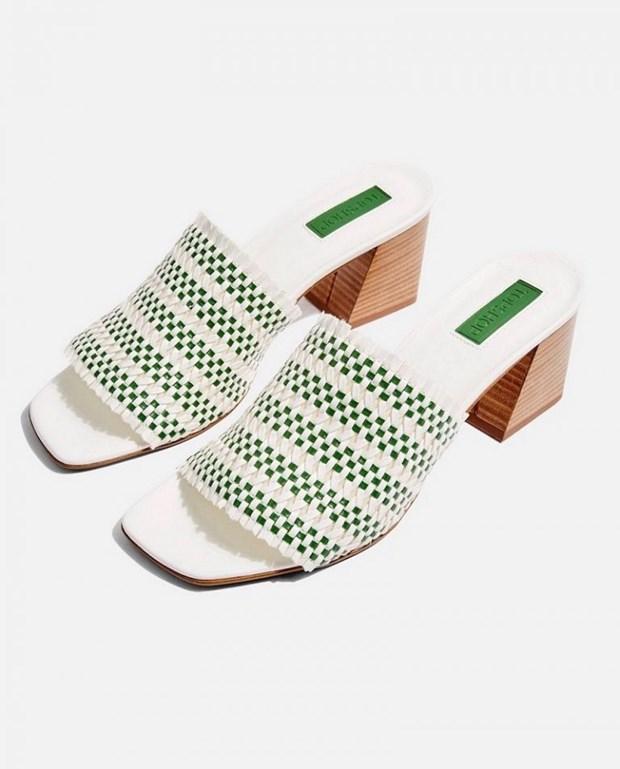 15 mau sandals cuc hot co the phoi voi nhieu trang phuc hinh anh 11