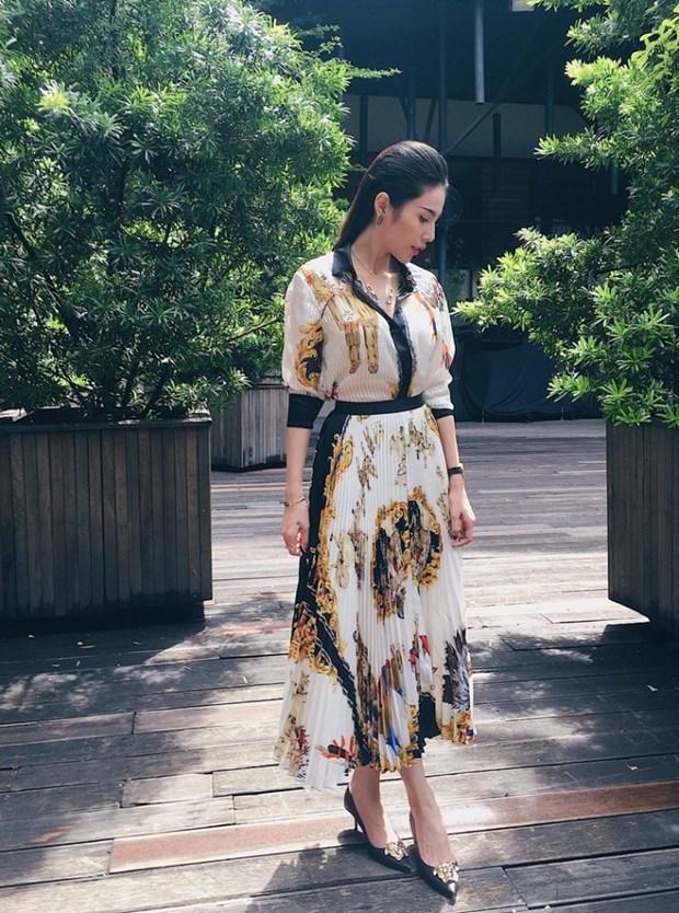 J. Lopez, Hoang Thuy Linh toa sac kieu ky voi thiet ke cua Versace hinh anh 17