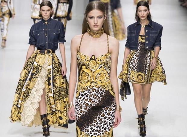 J. Lopez, Hoang Thuy Linh toa sac kieu ky voi thiet ke cua Versace hinh anh 21
