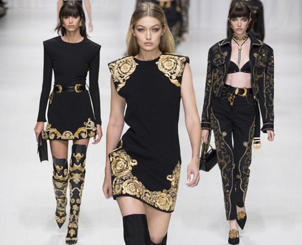 J. Lopez, Hoang Thuy Linh toa sac kieu ky voi thiet ke cua Versace hinh anh 22