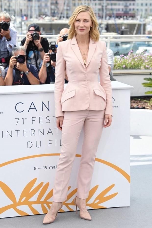 "Dien vien Cate Blanchett - ""Ba hoang"" cua nhung bo suit thoi thuong hinh anh 10"