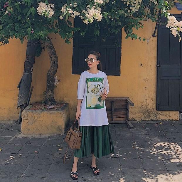 Ky Duyen va dan sao Viet khoe street style ngap tran hang hieu hinh anh 18
