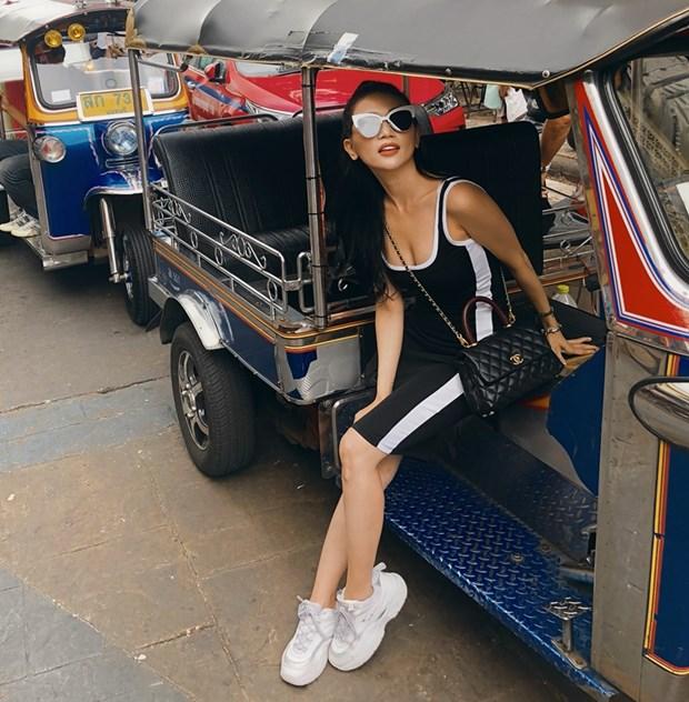 Ky Duyen va dan sao Viet khoe street style ngap tran hang hieu hinh anh 10