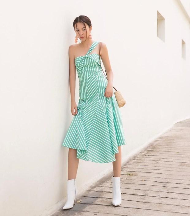 Ky Duyen va dan sao Viet khoe street style ngap tran hang hieu hinh anh 8