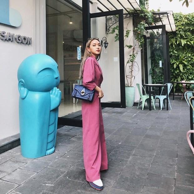 Ky Duyen va dan sao Viet khoe street style ngap tran hang hieu hinh anh 2