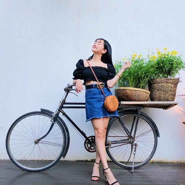 Ho Ngoc Ha sang chanh, Lan Khue dieu da trong street style dip le hinh anh 8
