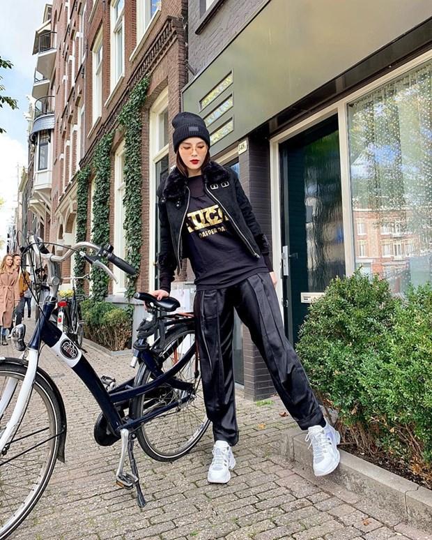 "Hoa hau My Linh, Jolie Nguyen khoe street style du lich ""sang chanh"" hinh anh 4"