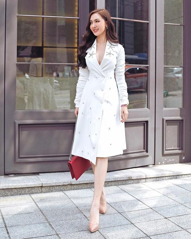 "Hoa hau My Linh, Jolie Nguyen khoe street style du lich ""sang chanh"" hinh anh 8"