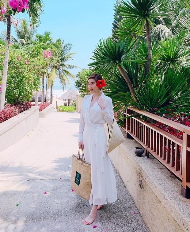 "Hoa hau My Linh, Jolie Nguyen khoe street style du lich ""sang chanh"" hinh anh 9"