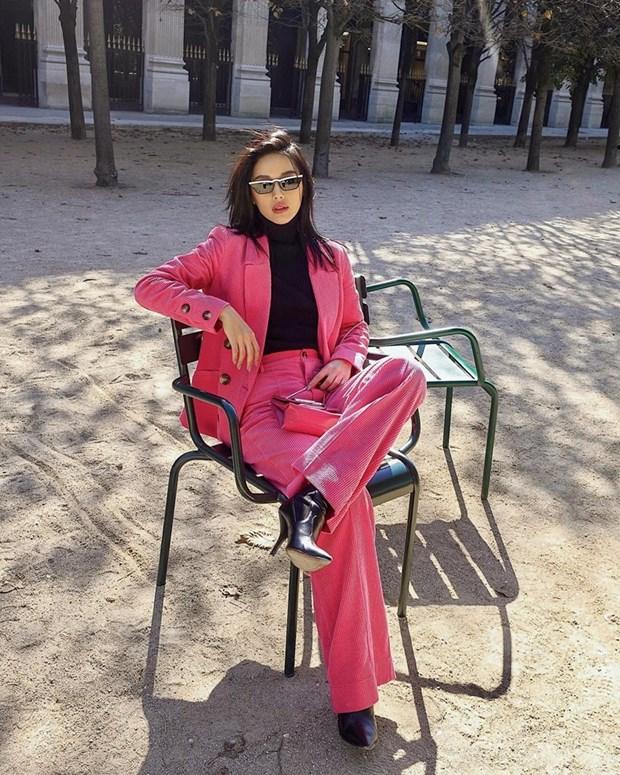 "Hoa hau My Linh, Jolie Nguyen khoe street style du lich ""sang chanh"" hinh anh 2"