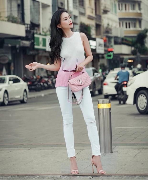 "Hoa hau My Linh, Jolie Nguyen khoe street style du lich ""sang chanh"" hinh anh 10"