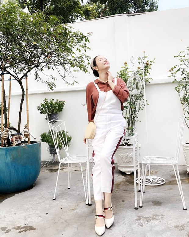 "Hoa hau My Linh, Jolie Nguyen khoe street style du lich ""sang chanh"" hinh anh 13"