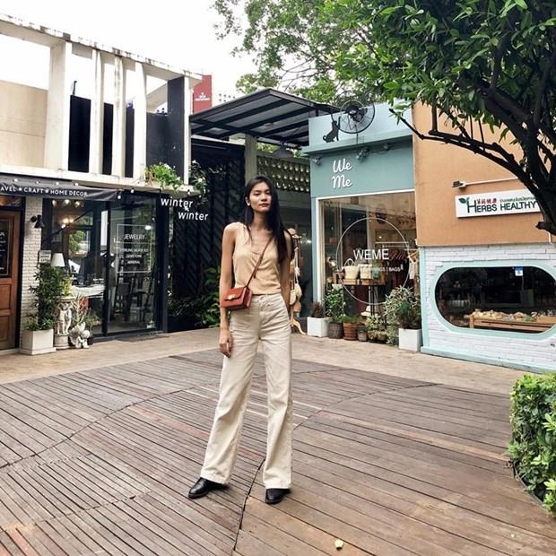 "Hoa hau My Linh, Jolie Nguyen khoe street style du lich ""sang chanh"" hinh anh 21"