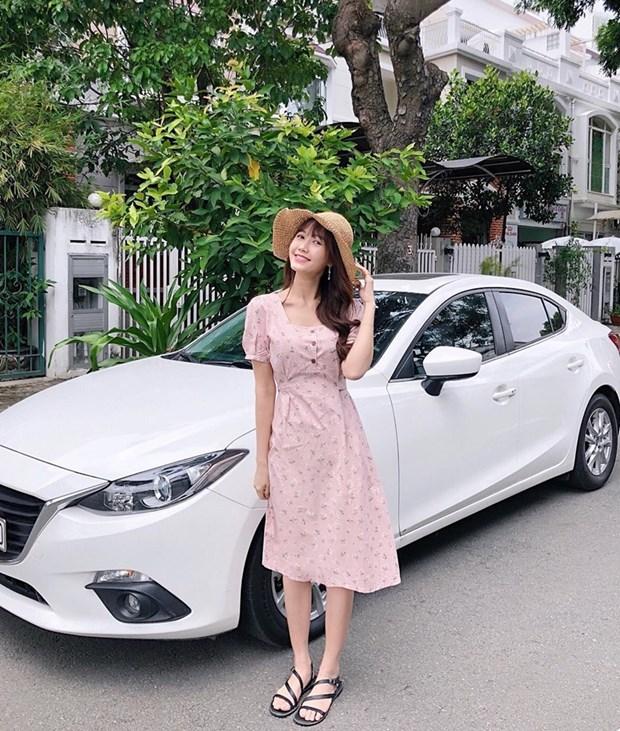 "Hoa hau My Linh, Jolie Nguyen khoe street style du lich ""sang chanh"" hinh anh 18"