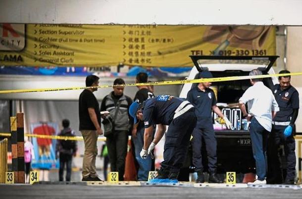 Canh sat Malaysia ban chet 5 ke cuop tiem vang tai Kuala Lumpur hinh anh 1