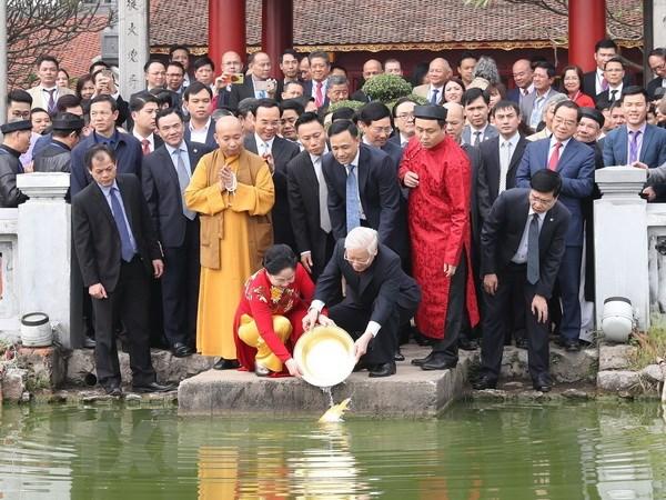 Tong Bi thu, Chu tich nuoc cung kieu bao tha ca chep tien ong Tao hinh anh 1