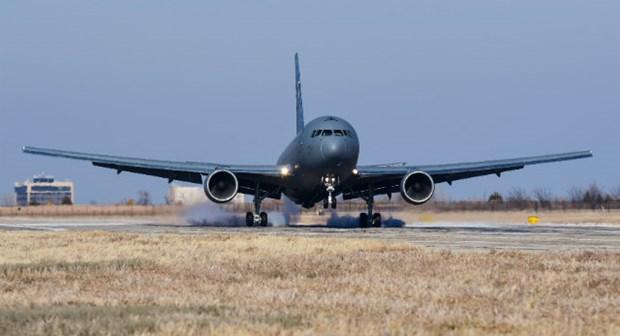 Boeing ban giao may bay tiep lieu cho can cu khong quan tai Oklahoma hinh anh 1