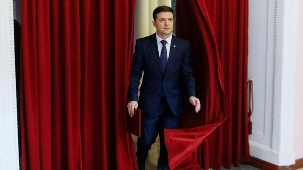 Ukraine: Ong Zelenskiy se tranh cu quoc hoi neu thua bau tong thong hinh anh 1