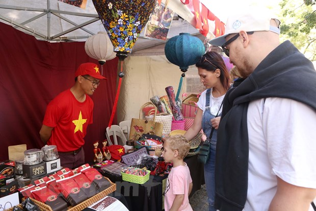 Ấn tượng văn hóa Việt tại Hội chợ ASEAN Bazar ở Argentina - 1
