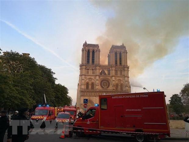 [Video] Cac lanh dao bang hoang truoc tham kich Nha tho Duc ba Paris hinh anh 1
